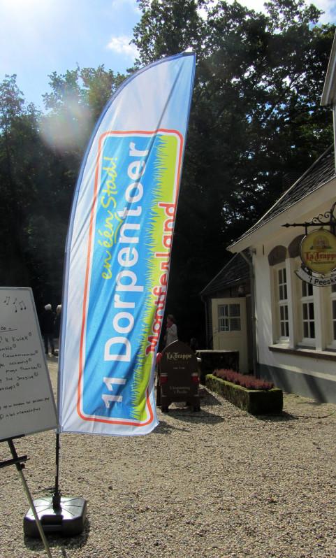 11 Dorpentoer - beachflag