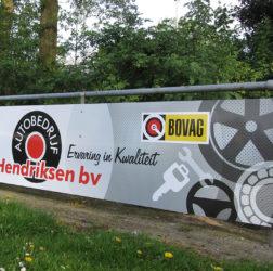 Garagebedrijf B. Hendriksen bv - reclamebord voetbalveld