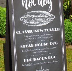 De Bourgondiër - krijtbord Hot Dogs - foto