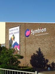 Symbion gevel bij parkeerplaats - A